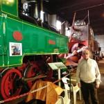 Pablo, un loco de los trenes, enseña joyas ferroviarias en el museo del ferrocarril