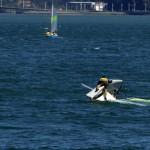'¡Pepe, que así no se navega!'. Foto tomada desde la bahía de Santander. Como se ve en la foto no todo es tan bonito cuando se está aprendiendo a navegar. Autor: José Gabriel Pérez