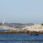 'Cuestión de perspectivas'. Desde el lado sur de la bahía de Santander, una tarde cualquiera de verano, el faro sigue presidiendo la entrada a la ciudad por mar con su porte. Autora: Isabel Fomperosa