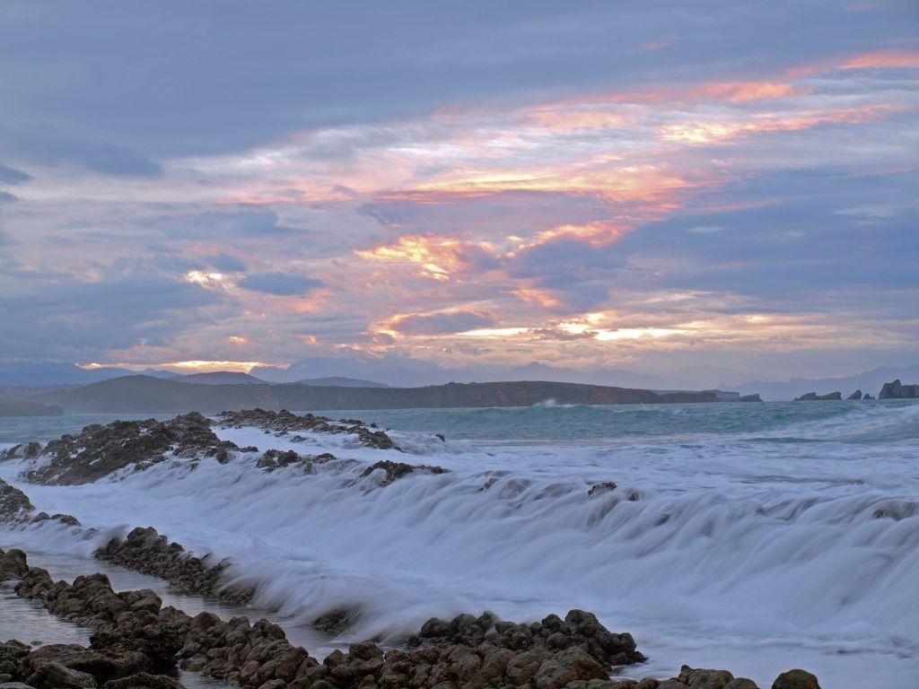 'Rocas de Algodon'. Esta realizada en la playa del Madero aprovechando el bonito efecto que ofrece la ola pasando por encima de las rocas y haciendo la fotografia a baja velocidad. Autor: Jaime Seco