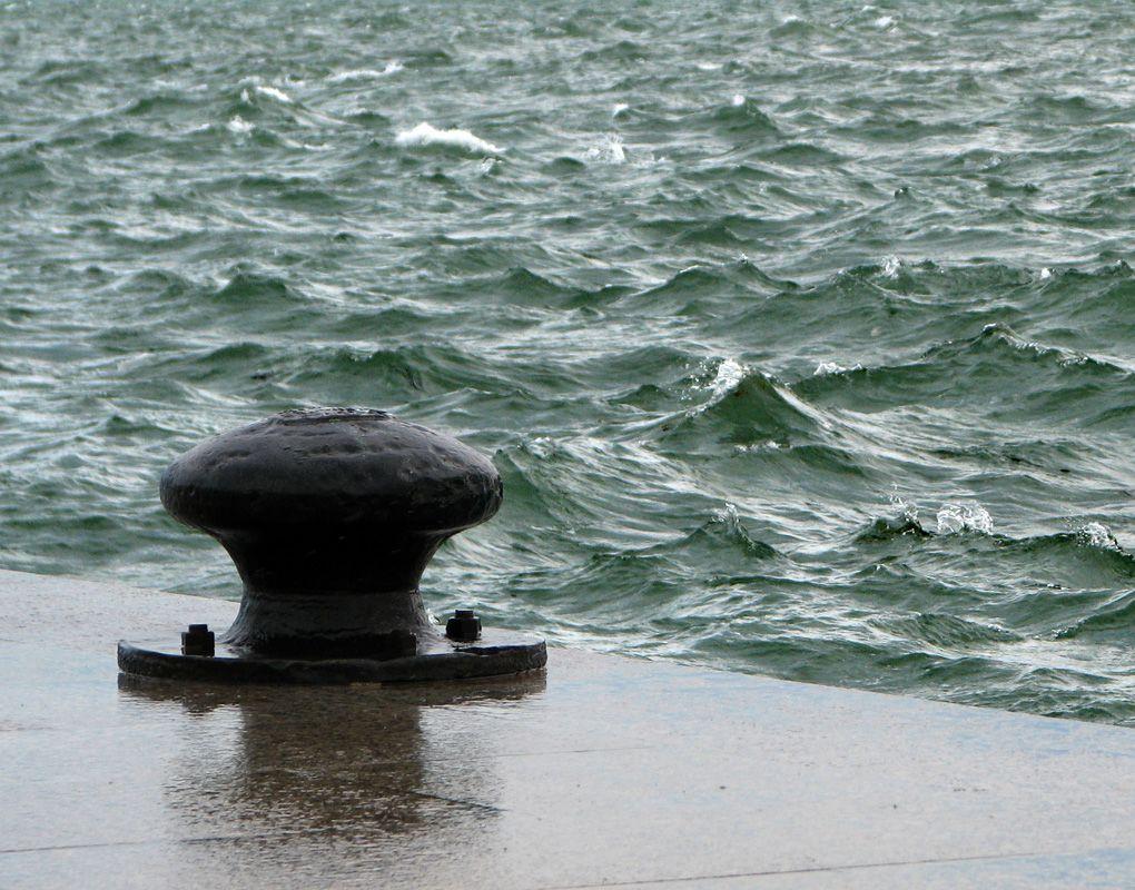 'Un amarre en un día de sur'. Foto de un amarre de la bahía tomada un día de sur durante el invierno. Autor: Jesús Candela