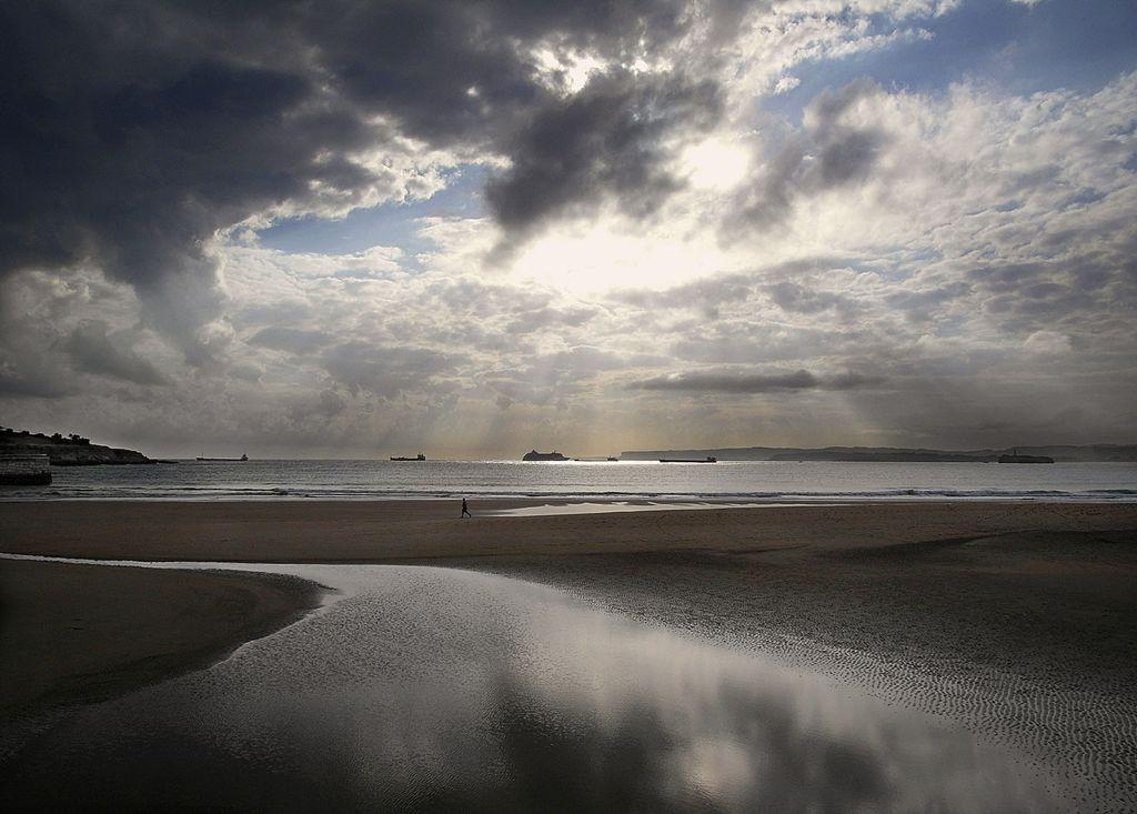 'Paseo mañanero'. Ya lo dice la canción, un paseo por el sardinero no hay igual en el mundo entero. Autor. Jose Luis del Castillo