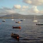 'Nuestra poblada bahía'. Foto tomada desde el Paseo Pereda, un día de verano atardeciendo en el que había multitud de barcas ancladas. Autor: José Luis García García