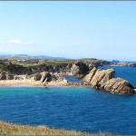 'La playa de Las Higueras'. También se la conoce como Arnía. La foto está hecha desde la cima del Islote del Castro (Covachos). Autor:  José Luis Pelayo