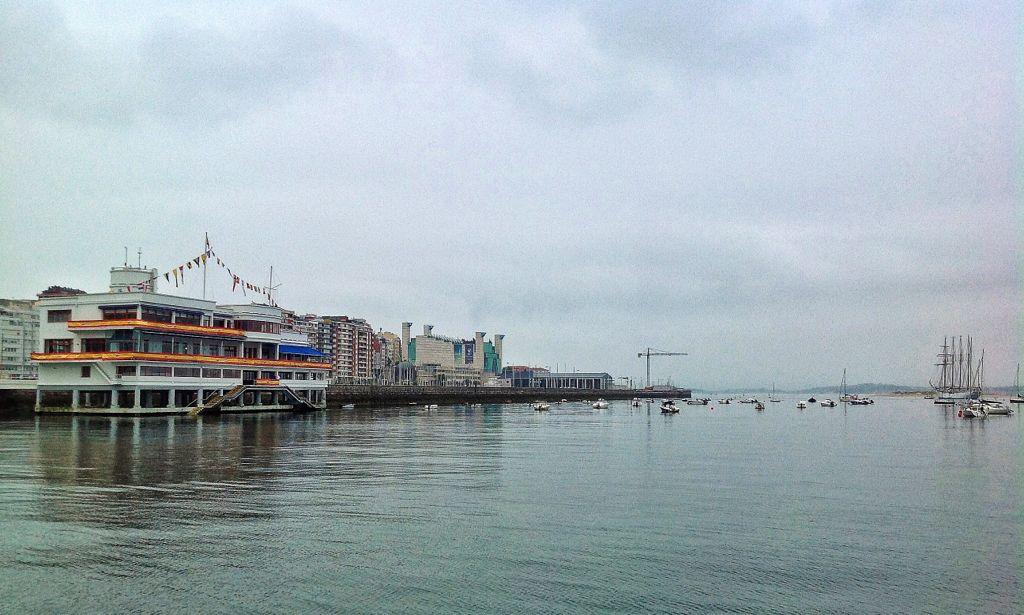 El Marítimo engalanado para dar la bienvenida al Juan Sebastián de Elcano