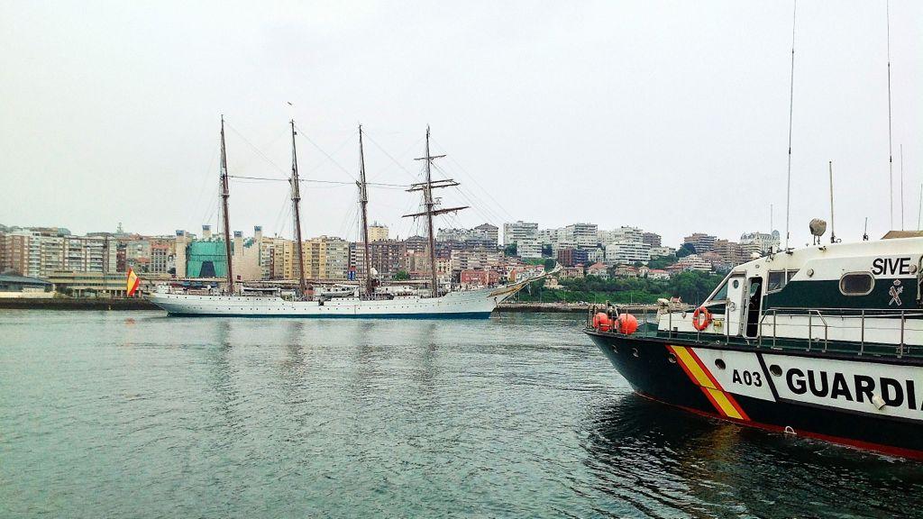 La Guardia Civil se acerca al Juan Sebastián de Elcano