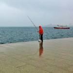 De pesca contra viento y marea