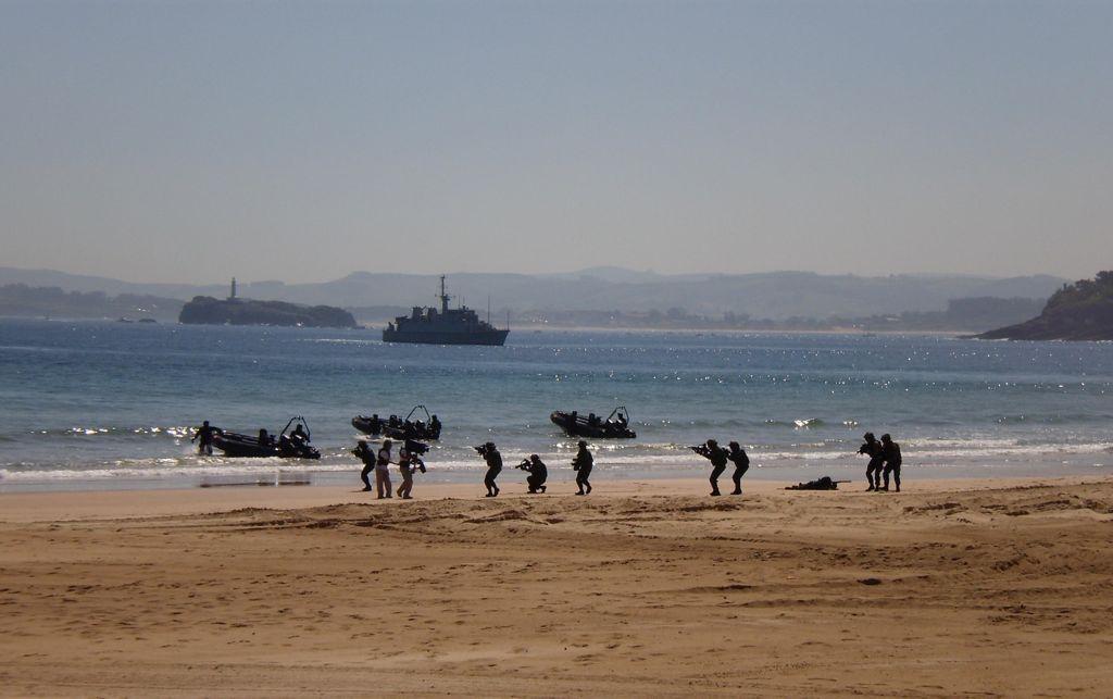 'Guerra y paz'. Fuerzas Armadas en el Sardinero. Autor: Tomás Amparán