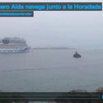 El crucero Aída navega junto a la Horadada