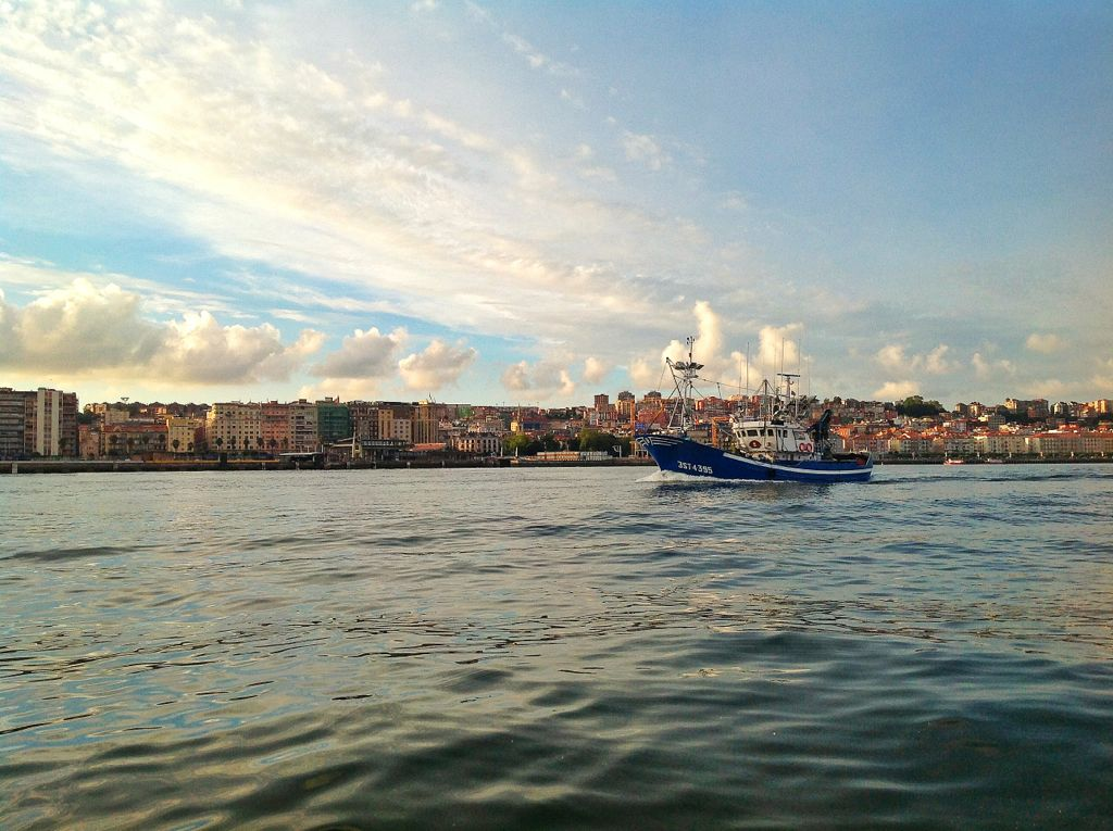 barco-pesca-bahia-santander