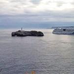 El crucero Aída se enfila hacia la bahía de Santander
