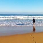 Caminando hacia las olas