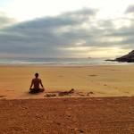 Meditando en la arena de Mataleñas