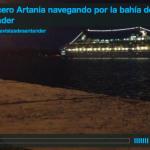 El crucero Artania navegando por la bahía de Santander
