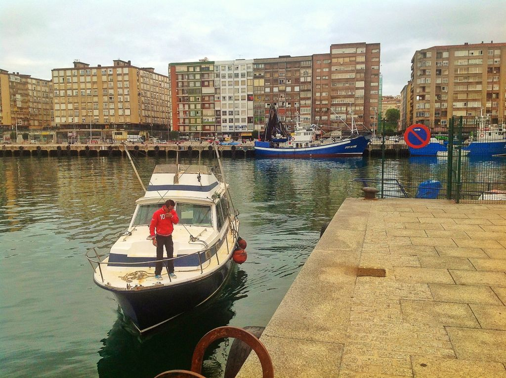 barrio-pesquero-santander-lancha