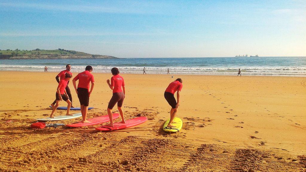 surf-sobre-la-arena-del-sardinero