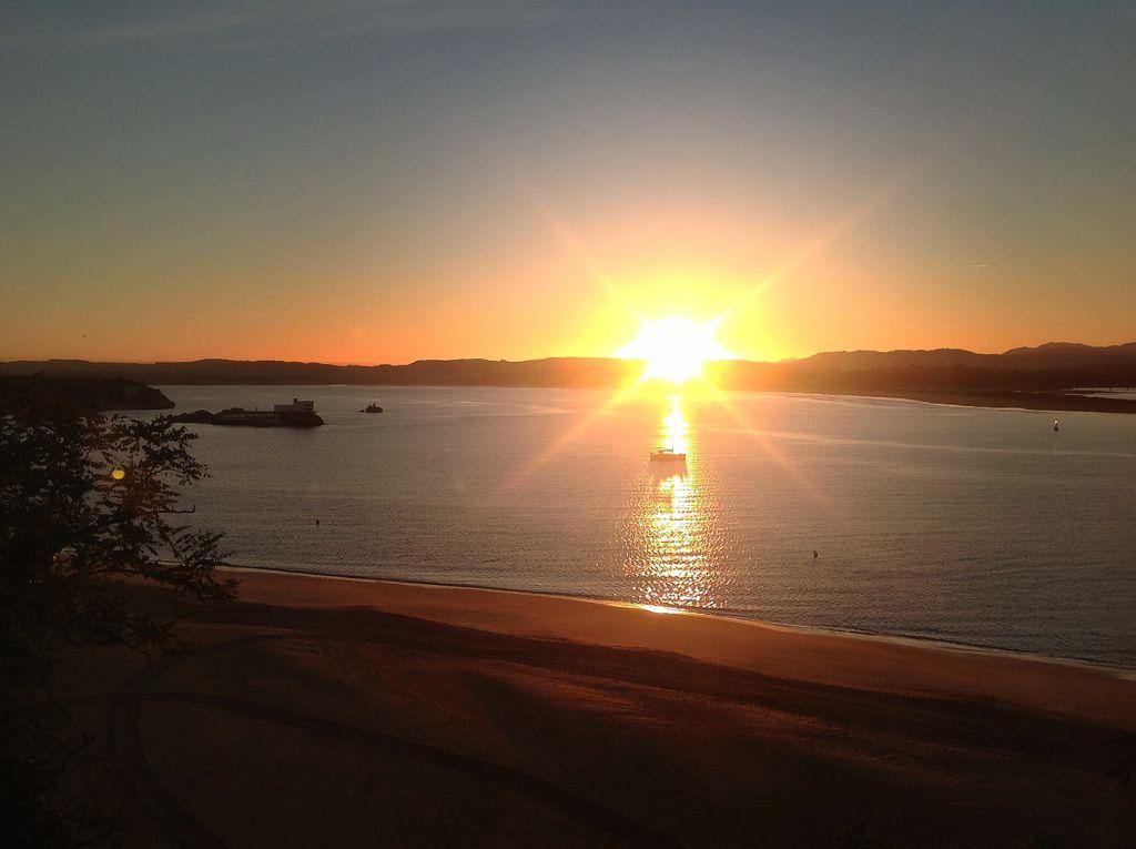 amanecer-velero-bahia-de-santander-sol