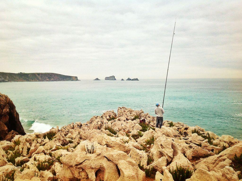 de-pesca-en-la-costa-de-miengo