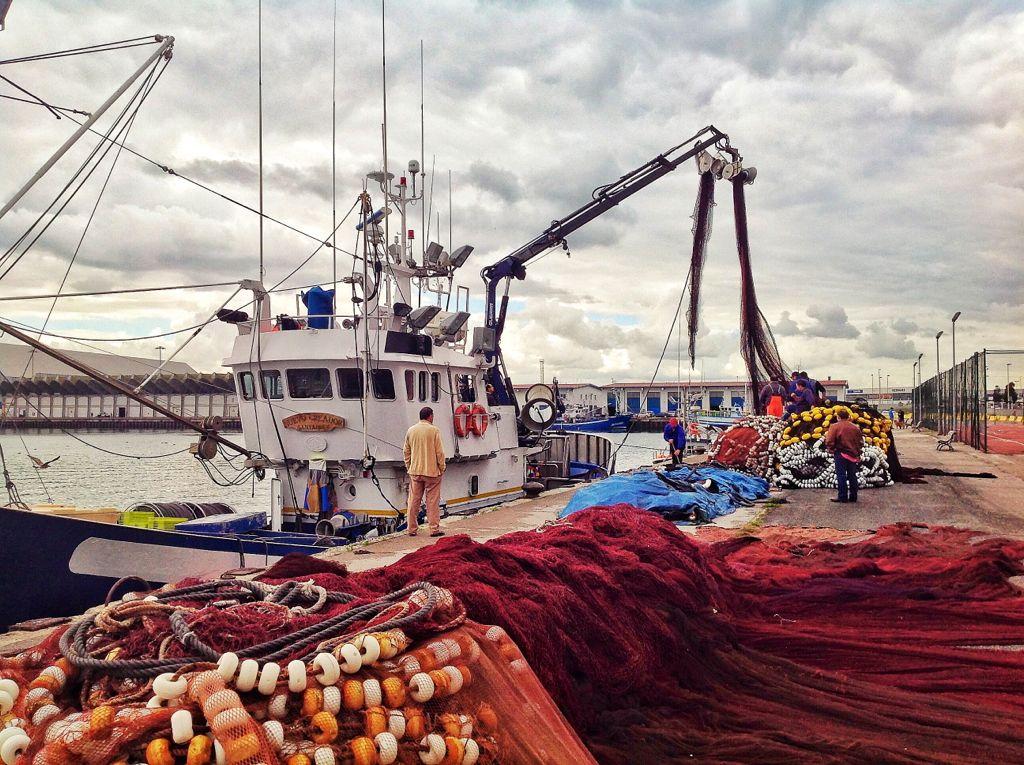 redes-barco-barrio-pesquero-santander