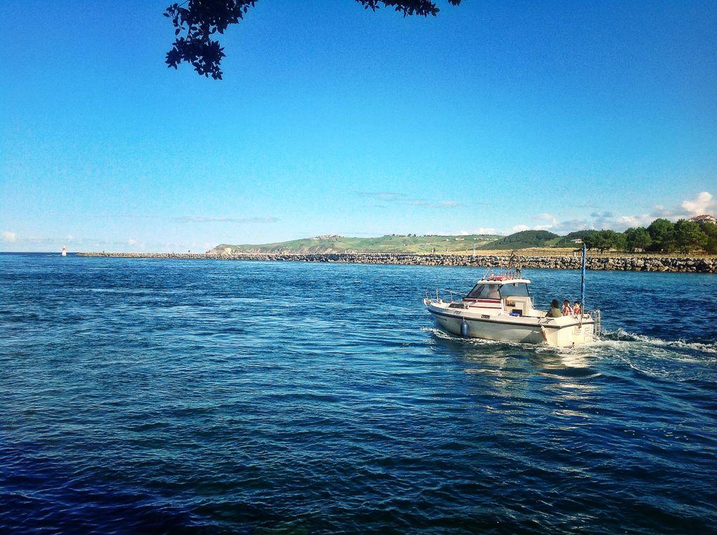 ria-san-vicente-de-la-barquera-barca