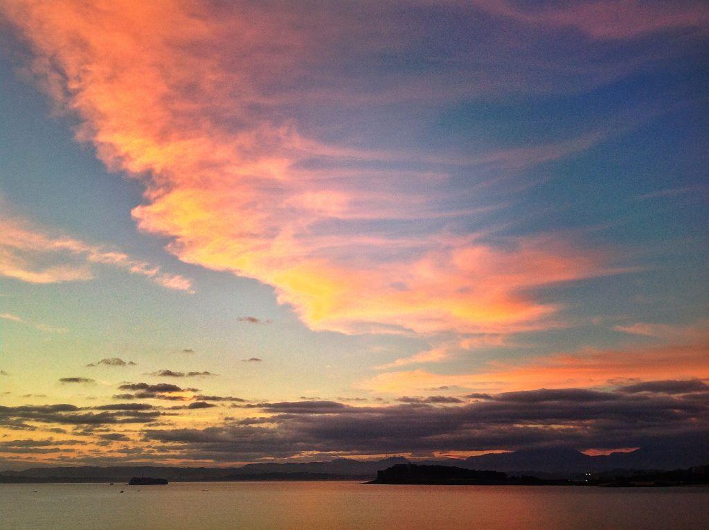 tres-miradas-al-mismo-cielo-santander-amanecer