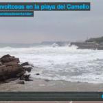 Olas revoltosas en la playa del Camello