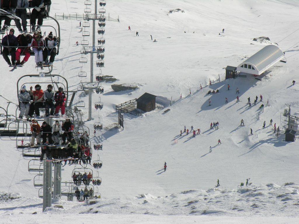 alto-campoo-esquiadores