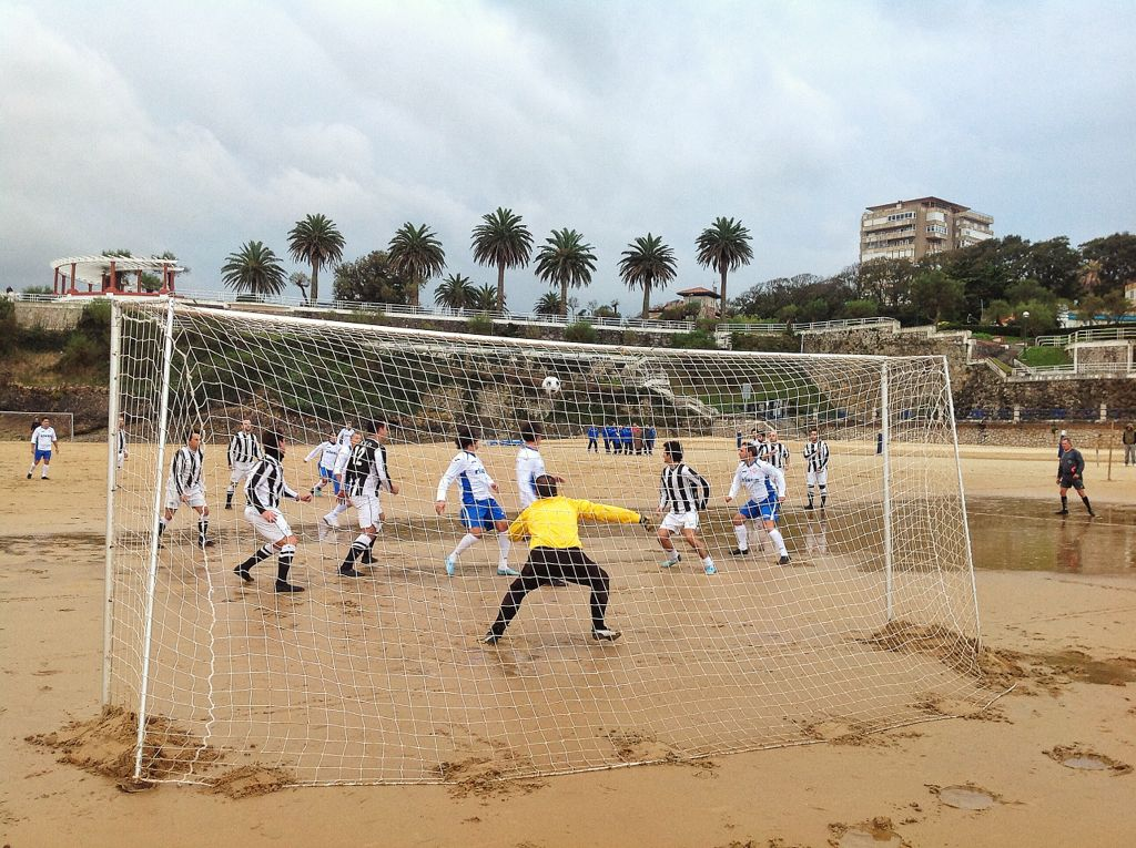 futbol-playa-sardinero-area