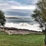 Olas, olas y más olas rompen en la Magdalena