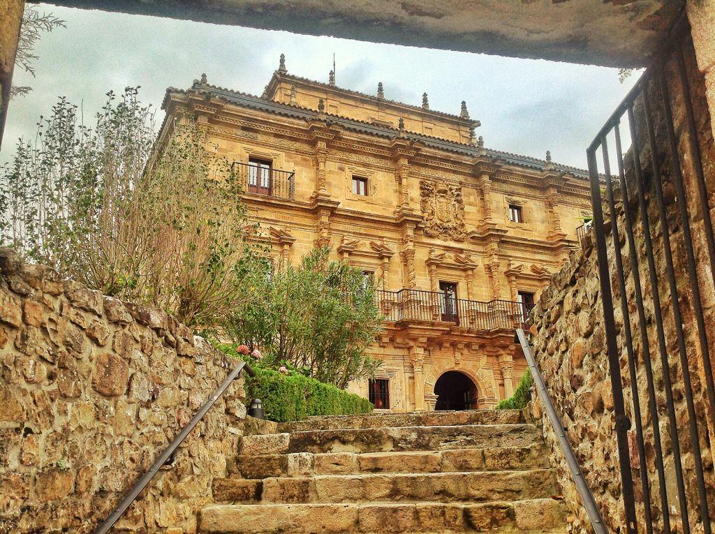 palacio-soñanes-entrada-hotel