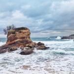 Mar espumoso en la playa del Camello