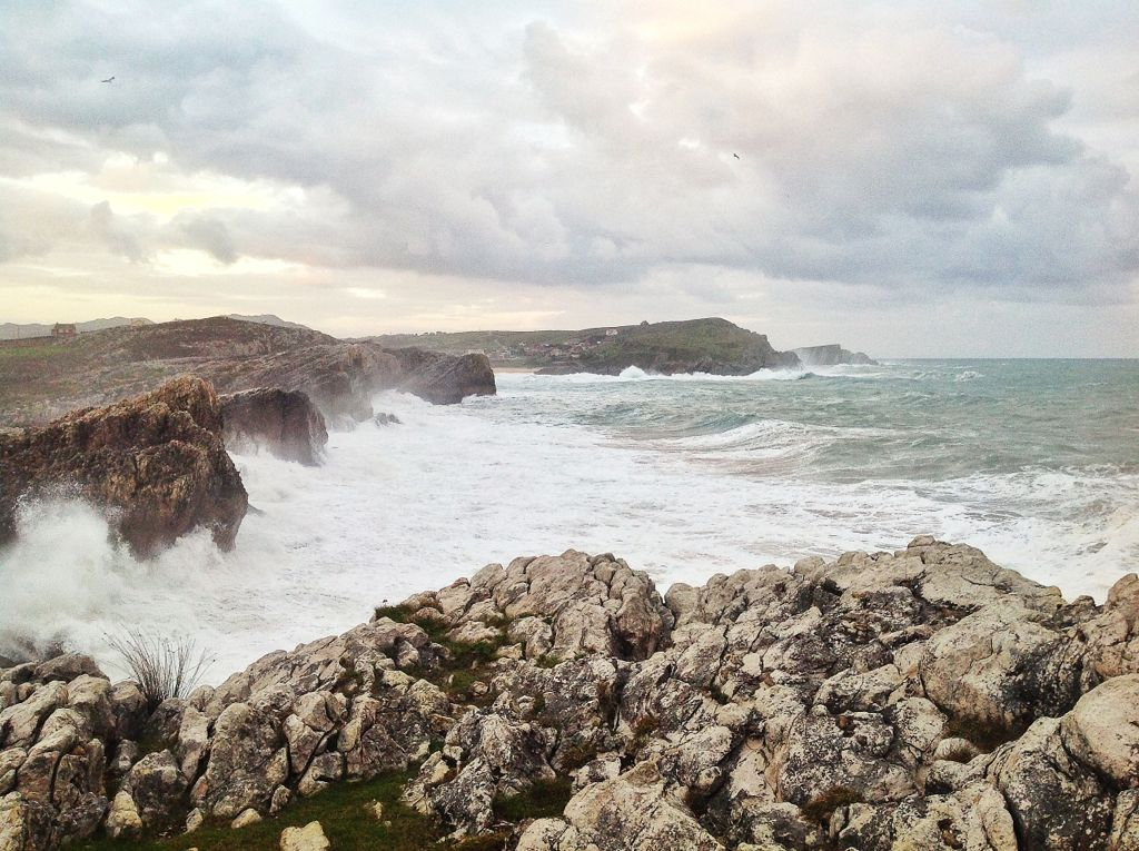 virgen-del-mar-mar-rompiendo