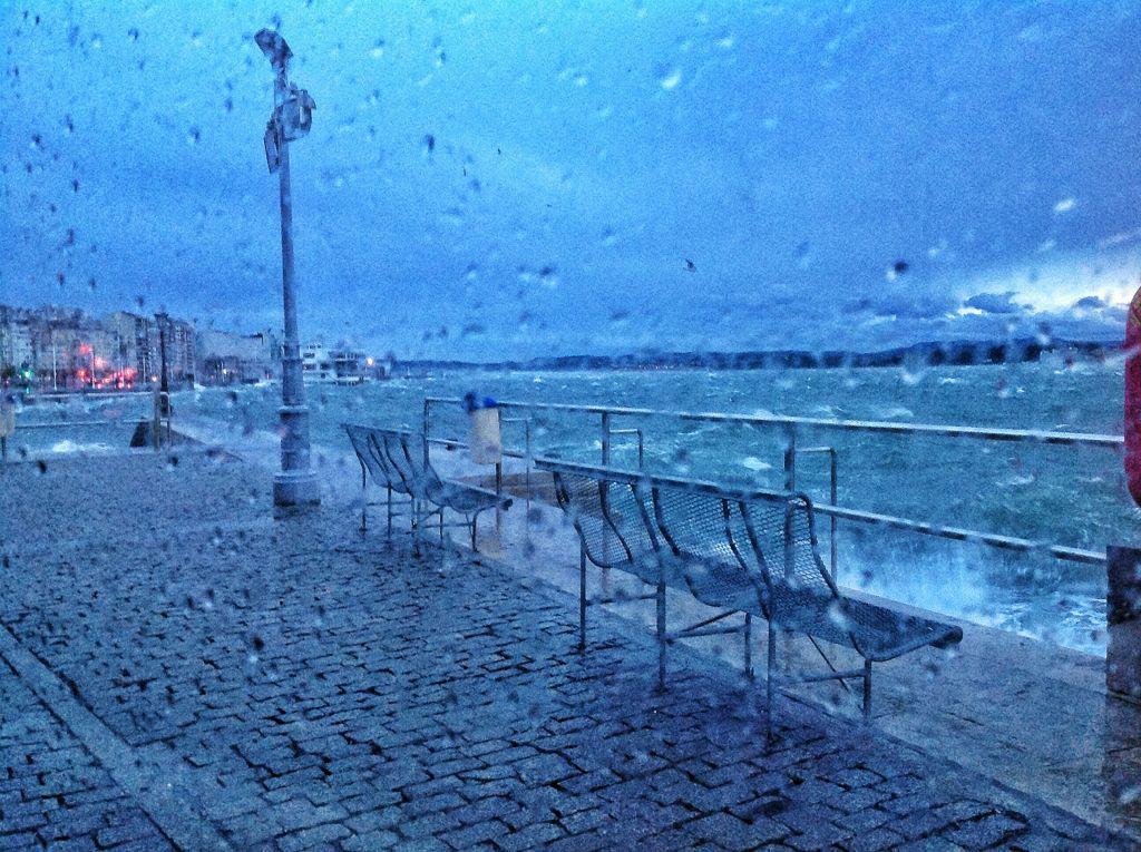 bahia-sur-lluvia-olas