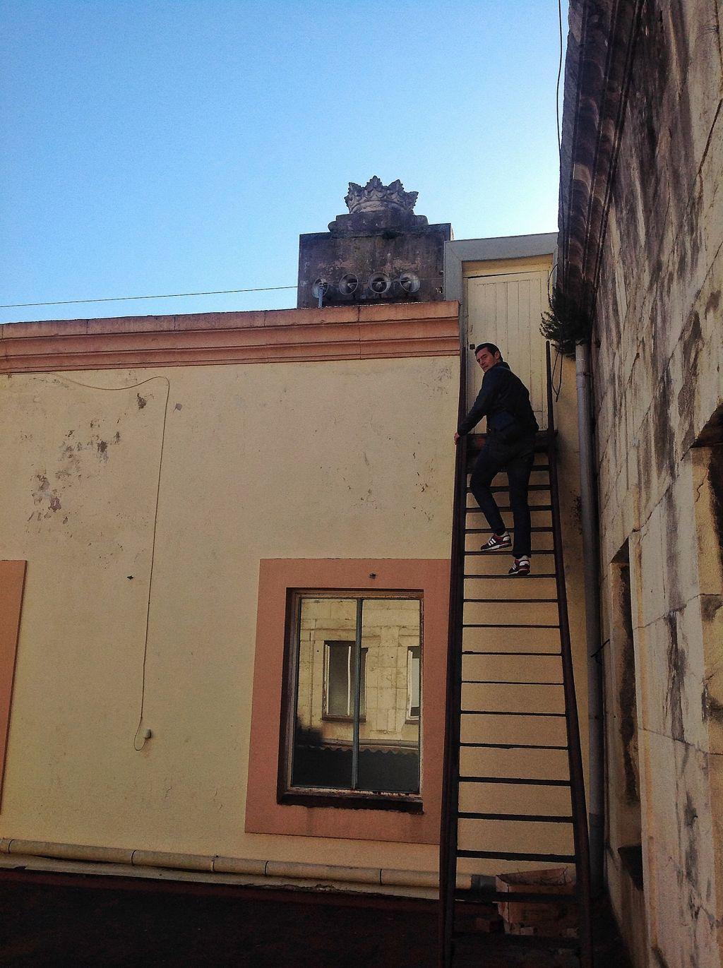 carlos-herrero-escaleras-reloj-ayuntamiento-santander