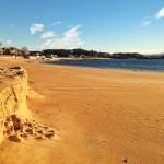 Escalón y medusas en la playa de la Magdalena