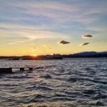 Nubecillas asuradas sobre la bahía
