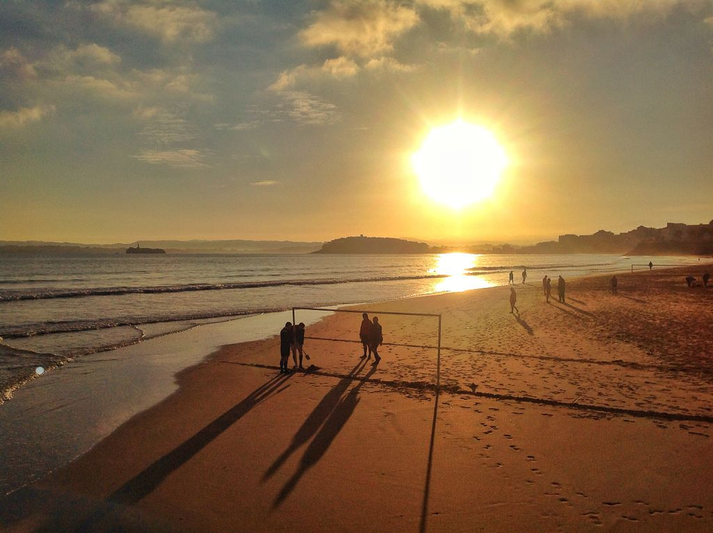 medio-campo-futbol-playa-santander