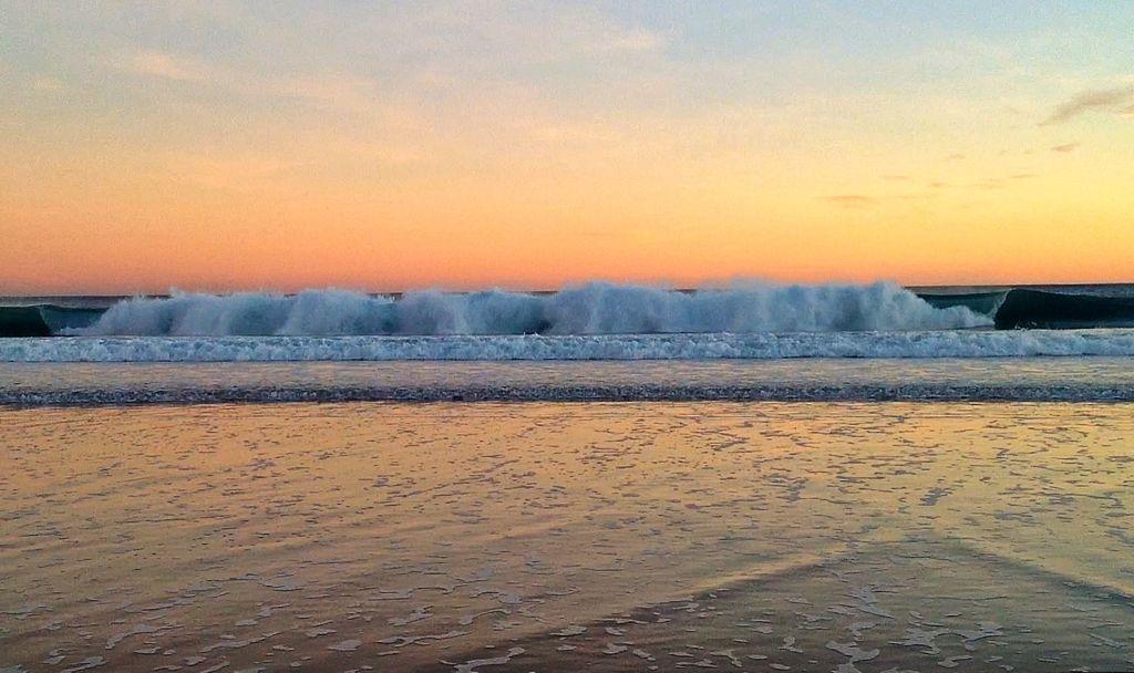 ola-sardinero-amanecer