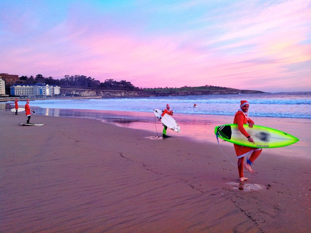 papa-noel-surf-sardinero-invento