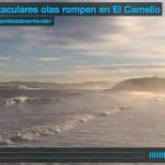 Espectaculares olas rompen en El Camello