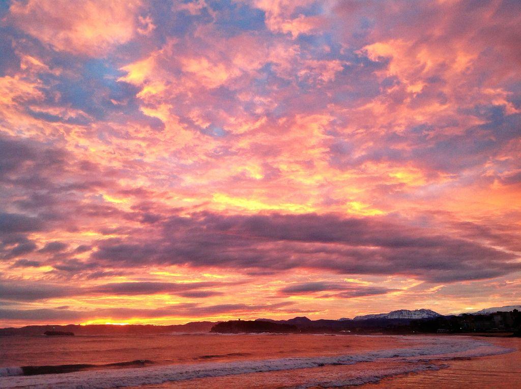 amanecer-olas-cielo-rojo-sardinero-santander