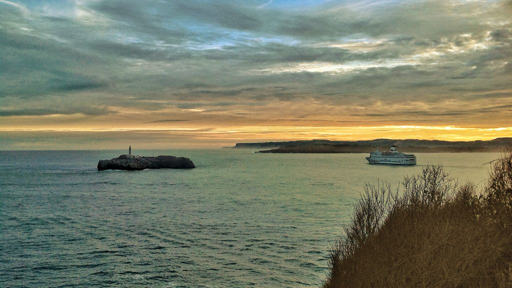 brittany-ferries-isla-mouro-amanecer