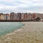 La bahía tiene el agua de dos colores
