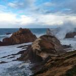 La mar, de escalada por las rocas de La Arnía
