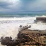 La mar engulle el recinto de las focas de la Magdalena
