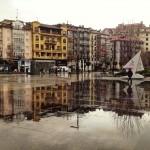 Los días de lluvia los edificios pisan la calle