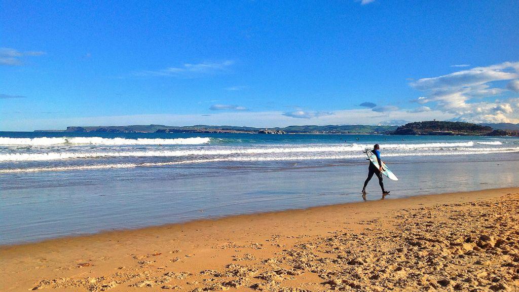 sardinero-surfista-marea-alta