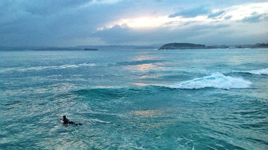 surf-espigon-chiqui-santander-agua