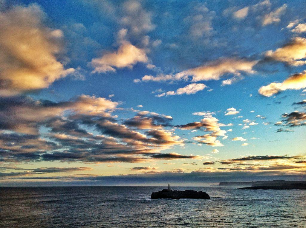 isla-mouro-nubes-santander