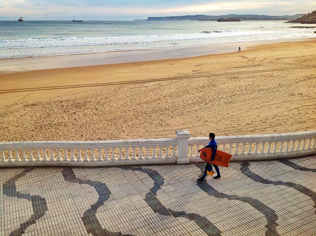 surf-olas-paseo-sardinero